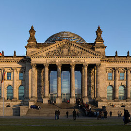 berlin - ファイル:Reichstag building Berlin view from west before sunset.jpg