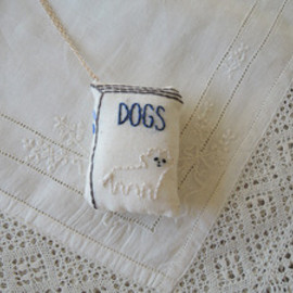 Kanae Entani - book necklace / dog