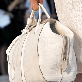 LOUIS VUITTON - bag/white