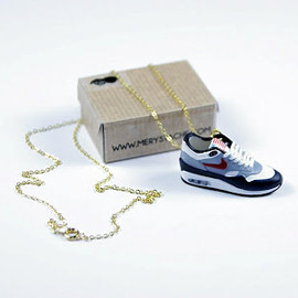 Merystache - Sneaker Necklace