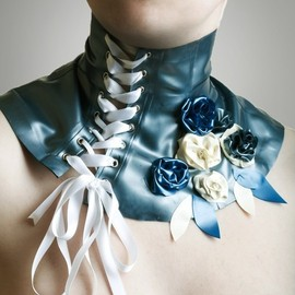 HMSlatex - Roses and leaves neckpiece