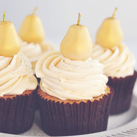 Sweetapolita - Marzipan & Pear Cupcakes with Caramel Buttercream