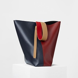 CELINE - TWISTED CABAS IN DARK RUBY AND NAVY SHINY SMOOTH CALFSKIN ONE INTERNAL REMOVABLE ZIPPER POCKET.