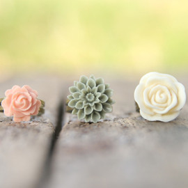 Luulla - Ivory, Moss, Pale Pink-Peach Adjustable Flower Ring Set Perfect For Bridesmaid Gifts - Dreamsicle