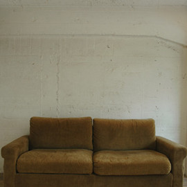 FURROWED-LEATHER OAK-FRAME SOFA 3-SEATER