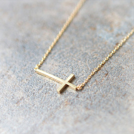 laonato - Sideways Cross Necklace in gold