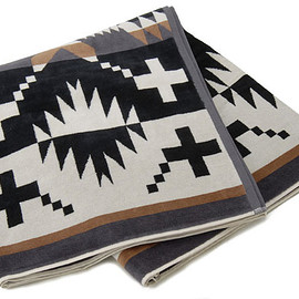 PENDLETON - Over size Jacquard Towels. SpiderRock