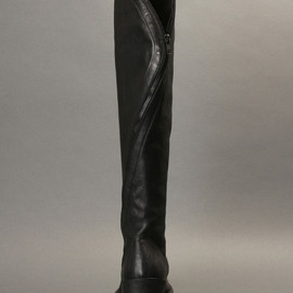 ANN DEMEULEMEESTER - KNEE HIGH BOOTS WITH AN ALL AROUND ZIP AND A RUBBER SOLE