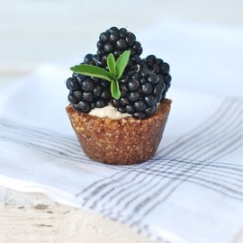mini blackberry tart