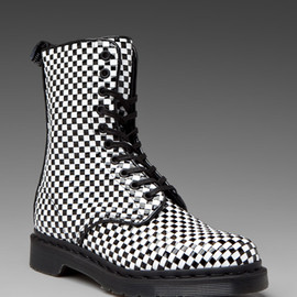 Dr.Martens - Dr Martens AVERY BLACK+WHITE INTERWEAVE PU WOVEN Boots