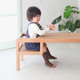 Oji & Design - Baby in Table