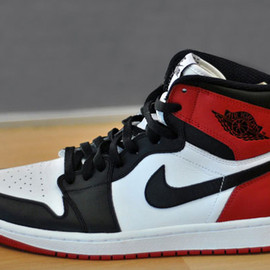 Nike - Air Jordan 1 - Black Toe (2013 Retro)