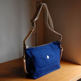 CLEDRAN - ADORE SHOULDER/M【NAVY×WHITE LEATHER】