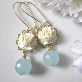 Luulla - Vintage Cream Ivory Rose Flower And Blue Jade Drop Earrings