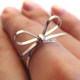 "PaupersBounty - Skinny Sterling Silver ""Forget Me Knot"" Bow Tie Ring"