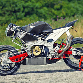 APRILIA - RSV1000 R / Not your average shed build: An Aprilia-powered brute with hub-center-steering.