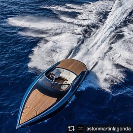 Quintessence Yachts, Aston Martin - The 37-foot Aston Martin AM37 powerboat
