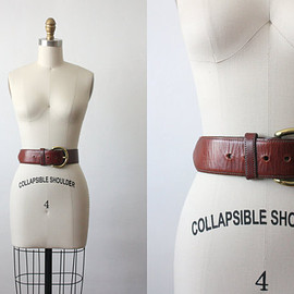horseshoe belt / wide leather belt