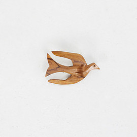 Carved Wood Flying Dove Bird Brooch Pin / Vintage 70s