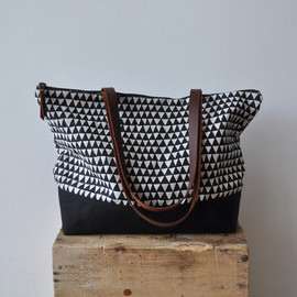 bookhou - Image of ZIP TOTE - triangle