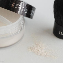 Laura Mercier - Mineral Finishing Powder