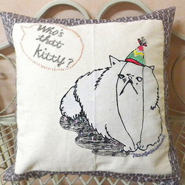 "maegamimami - Cushion "" who's that kitty ? """
