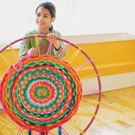 hula hoop rug diy. omg if a kid can make it, i can..how fun!