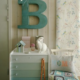 Love the ombre drawers!