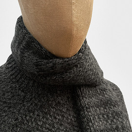 S.E.H Kelly - Scarf in charcoal geelong lambswool