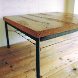 TRUCK - 135. OAK IRON-LEG LOW TABLE