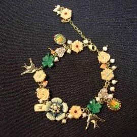 CHAMPÊTRE NECKLACE WITH VARIOUS FLOWERS, LADYBUG AND BUTTERFLY