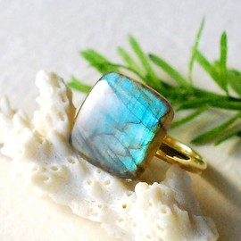 Madison&Ruth - Labradorite Ring