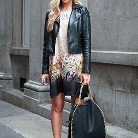 Stella McCartney - street style | Stella McCartney bag & tiger dress