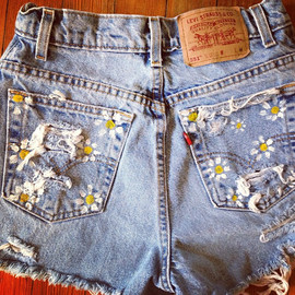 High waisted daisy shorts