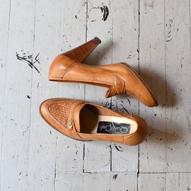 vintage loafer heels / 70s stacked heel / woven leather loafer pumps