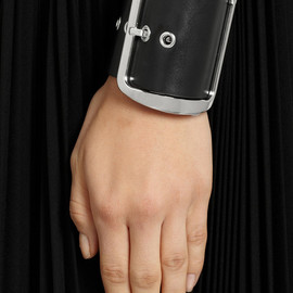 GIVENCHY - Bracelet in black leather and palladium-tone brass