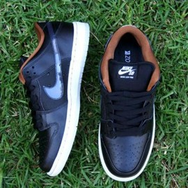 NIKE SB - NIKE DUNK LOW PREMIUM SB QS BLACK/CLEAR-LIGHT BONE