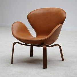 Arne Jacobsen - SWAN CHAIR