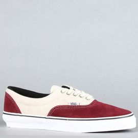 VANS - The Era Pro Sneaker in Burgundy