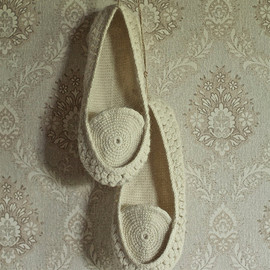 Onstail - Crocheted home slippers from natural white organic wool