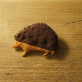 kokochi - hedgehog brooch