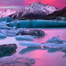 Lake Tasman,Mount Cook,New Zealand - In a Blaze of Glory