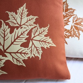 Luulla - CUSHION COVER in natural or brown with leaves handprinted