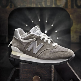 New Balance - The NB 995 was unveiled in 1986. Its similar appearance to the Smart 576 model made this shoe a favorite for retro fans.