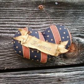 Luulla - Primitive Americana Heart - July 4 Decoration - Wall Hanging or Door Greeter