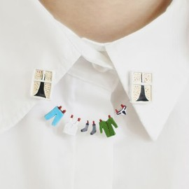 Laundry Double Brooch - _