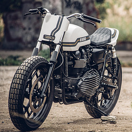 Onehandmade - Super ten Triumph Thruxton Tracker