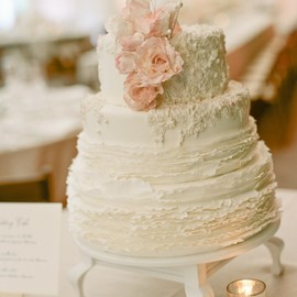 style me pretty - beautiful wedding cake