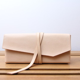 busk and bask - loess / wrap clutch-case