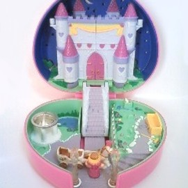 POLLY POCKET  Partytime Surprise バースデーパーティー